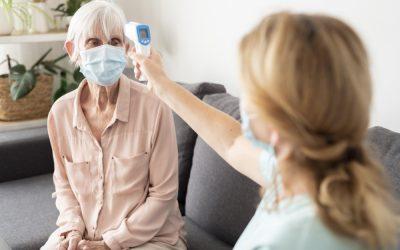 Covid-19 : comment protéger les personnes âgées sans les isoler